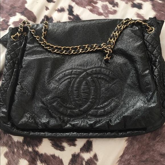 CHANEL Handbags - GORGEOUS CHANEL XL HANDBAG!!!!!!